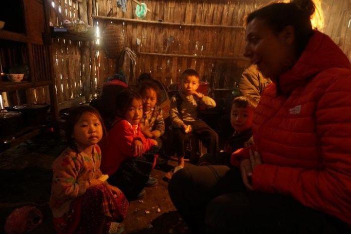 En la casa de Chi, con su hija y sus sobris, en Sa Pa