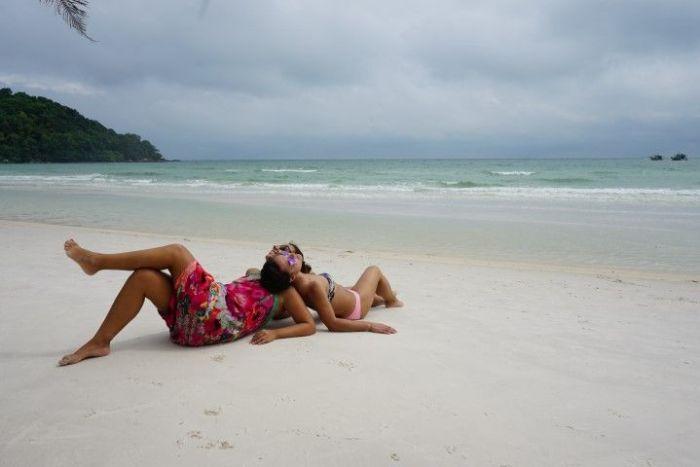 Vero e Inês en la playa de Bao Sao, Phu Quoc