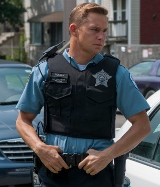 "CHICAGO P.D. -- ""Get My Cigarettes"" Episode 202 -- Pictured: Brian Geraghty as Sean Roman -- (Photo by: Matt Dinerstein/NBC/NBCU Photo Bank)"