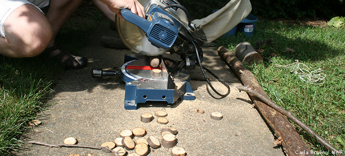 Cutting wood rounds