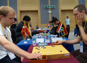 Ohlenbuch (left) playing Leuner