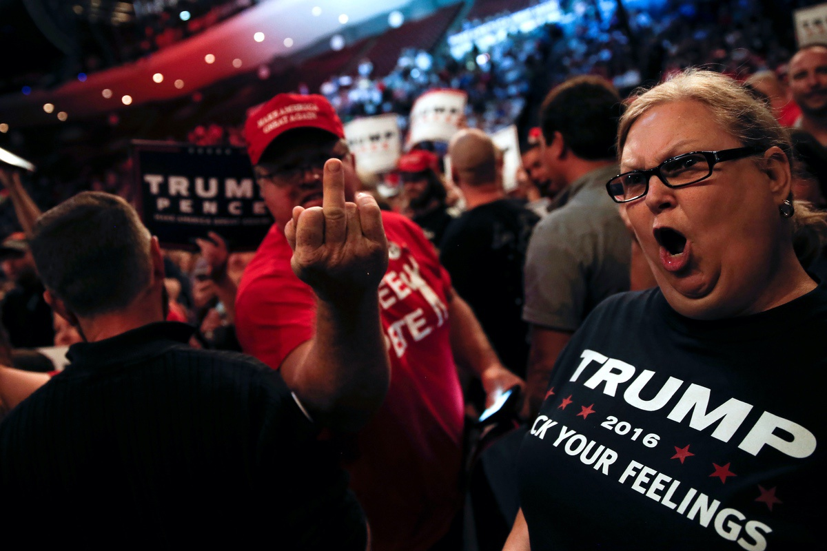 Supporters of Republican U.S. presidential nominee Donald Trump scream and gesture at members of the media in a press area at a campaign rally in Cincinnati, Ohio, U.S., October 13, 2016. (REUTERS/Mike Segar)