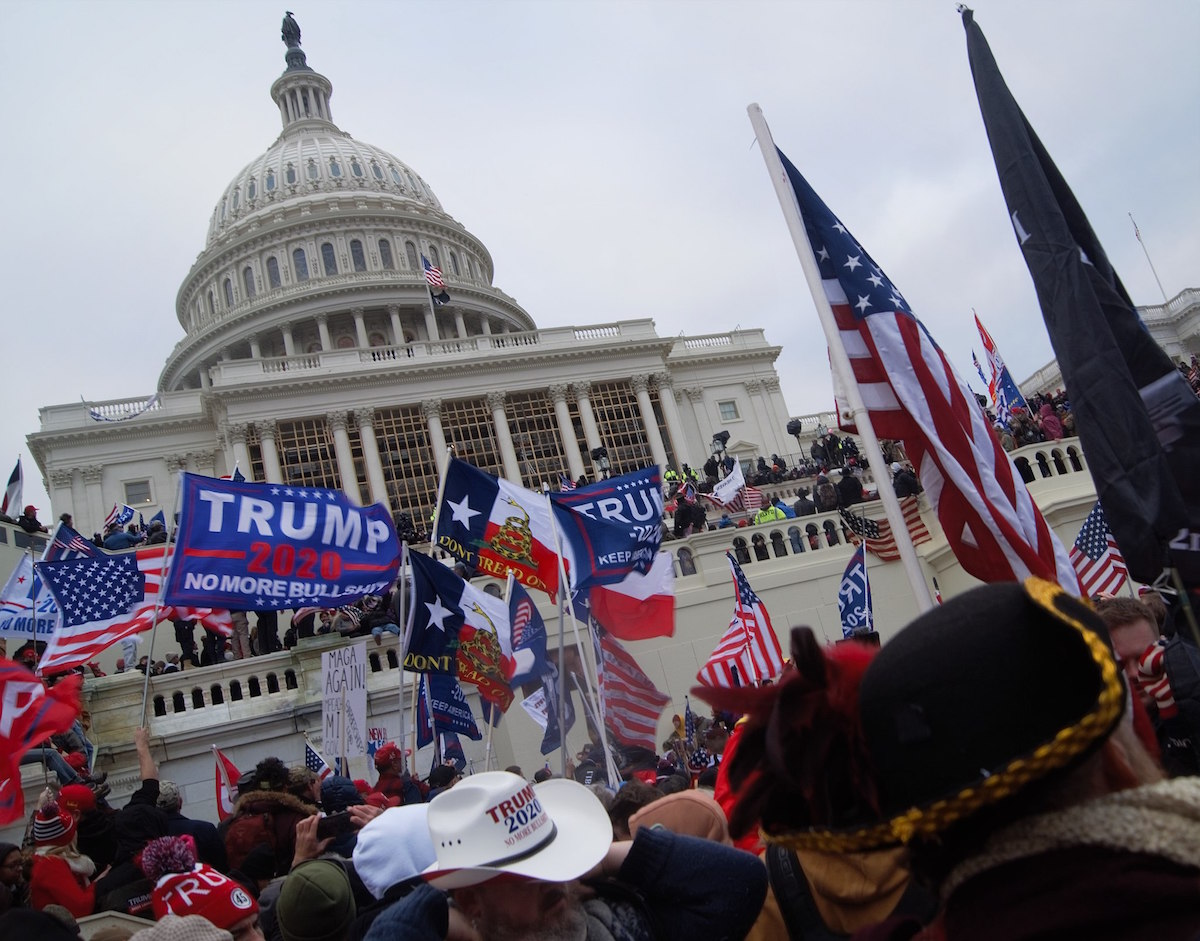 Trump insurrectionists launch a terrorist attack on the Capitol building – January 6, 2021. (Tyler Merbler from USA/Creative Commons)