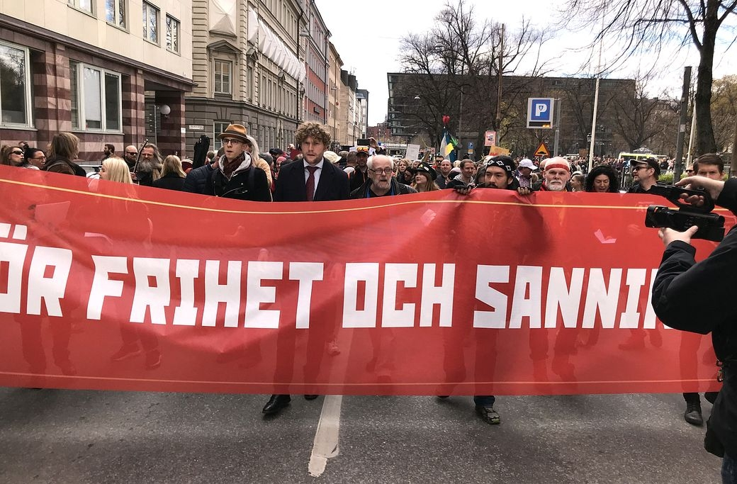 Filip Sjöström (with a tie), one of the organizers, is at the front of the demonstration. (Photo Credit: Expo)