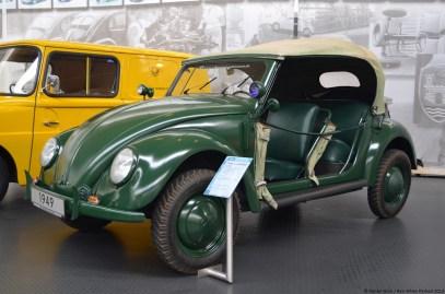 volkswagen-museum-wolfsburg-beetle-polizei-cabriolet