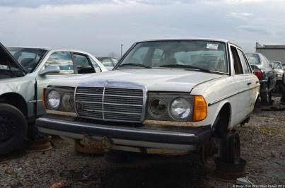 mercedes-benz-240d-w123-11