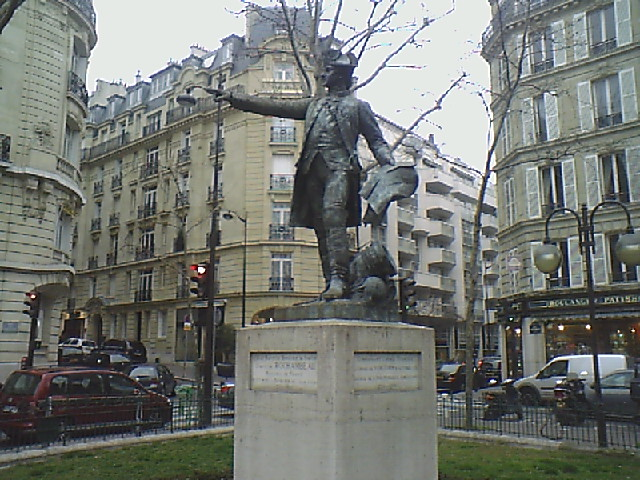 statue-commandant.jpg