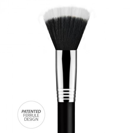 Duo Fiber brush, ideal for applying lotions and foundation.