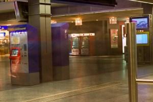 Langzeitbelichtung in den Morgenstunden am Bahnhof Bern
