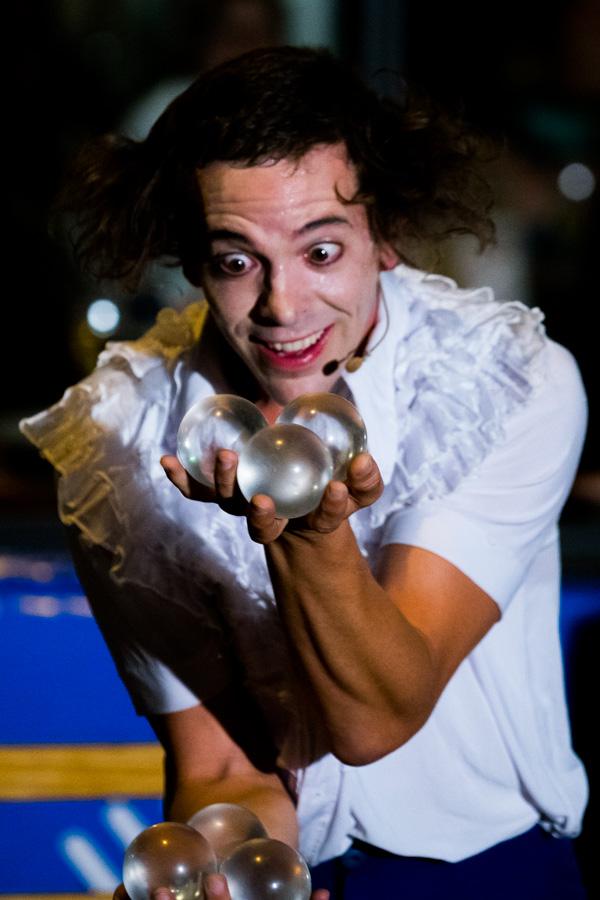 Glaskugel-Jonglieren Manic Freak Show