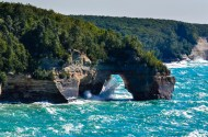 Pictured Rocks Lakeshore-arch-2