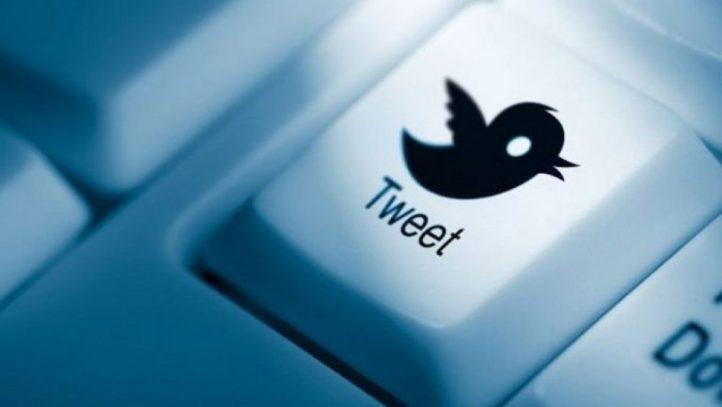 tweet button on a keyboard