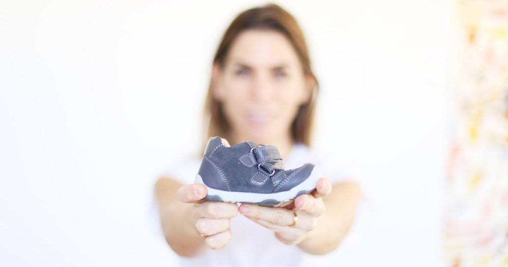 Zapato para el bebé – Cuál, cuándo y cómo elegir el adecuado