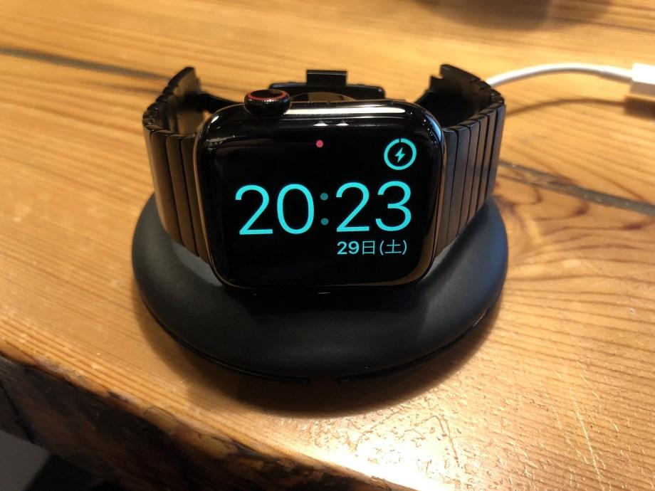 大画面のApple Watch series4 スタンバイモード