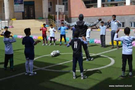 أنشطة رياضية بين الآباء والأبناء بفرع معين إنجليزي (1)