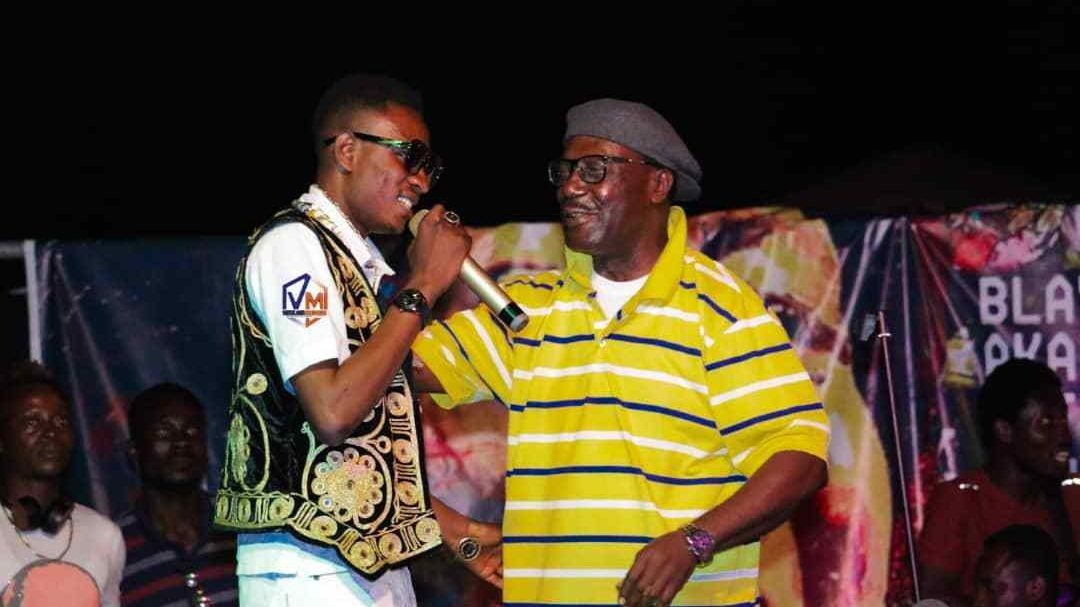Watch: Gyedu Blay Ambolley endorses up and coming artist Roy X Taylor