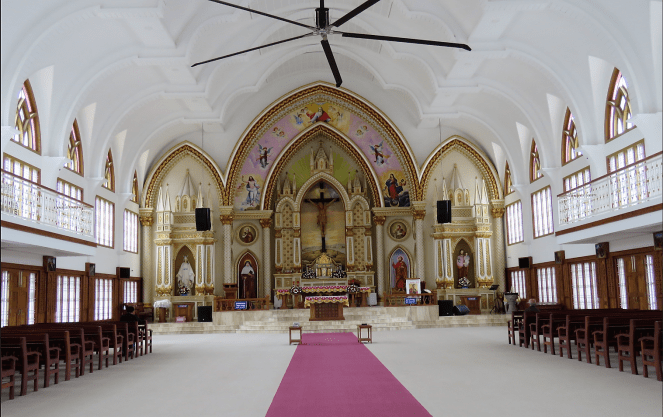 Inside Assumption Forane church, Sulthan Bathery