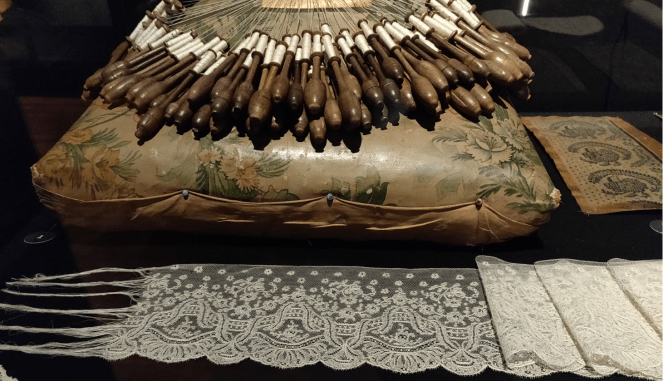 Bobbins on display at the Fashion and Lace museum