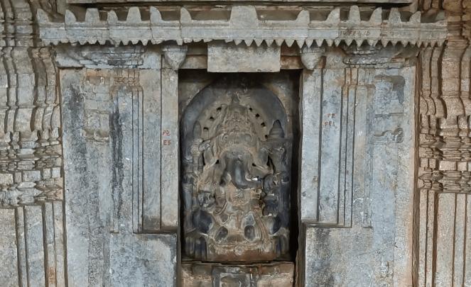 Inside Panchalingeshwara temple, Govindanahalli