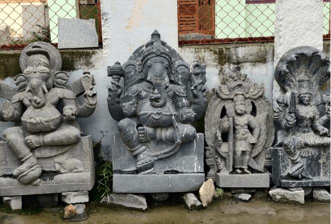 Stone sculptors in Shivarapatna