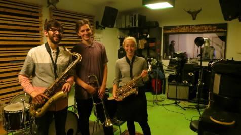 Horn-arrangementet blev spillet af Laurits Quist Bilén, Steve Borth II (aka CHLLNGR) og Anna Rasmussen. Dope!