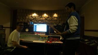 Og indspille guitaren igen, nu spillet af Daniel Plon kendt fra Bliglad. – sammen med Frederik Birket-Smith.