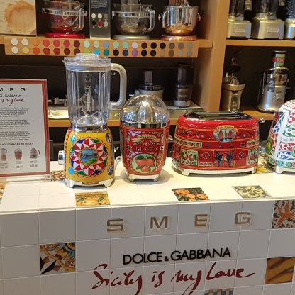 Smeg by Dolce and Gabana en Williams Sonoma