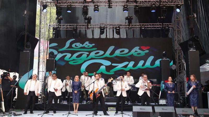 Al ritmo de la cumbia Centenario y los Ángeles Azules realizan concierto sorpresa en CDMX