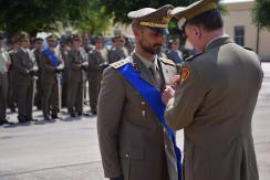 Gen. B. Stefano DEL COL consegna la Croce di Bronzo al Merito dell'Esercito al Capitano Vincenzo Priore