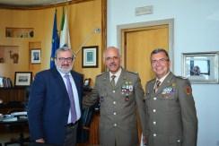Gen De Leverano al centro a destra il Comandante della Pinerolo