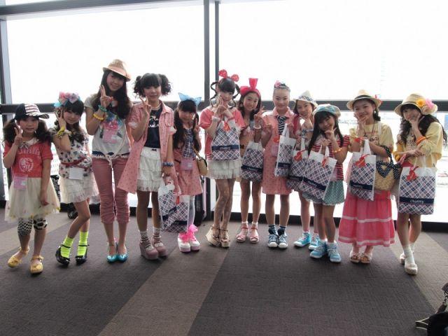 女子小学生12
