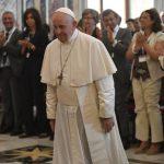 Papa Franjo: Bolesna osoba nije trošak