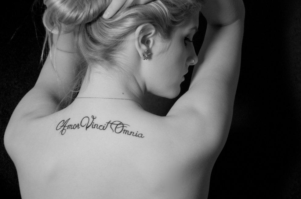 100 лучших идей тату надписи для девушек с переводом на фото