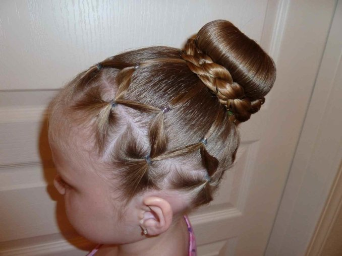 Simple and trendy hairstyles to school 6