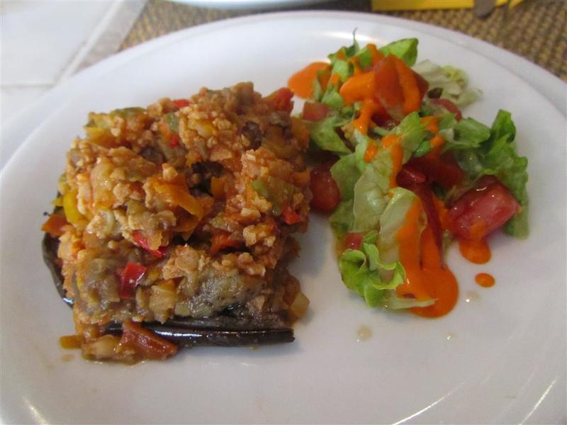 El Restaurante Vegetariano Stuffed Eggplant