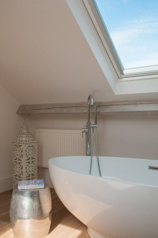 Freestanding bath under the sky