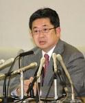 都庁で記者会見する小池晃・前参議院議員(時事通信、2月9日)