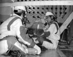 2002年8月、福島第2原発の制御棒駆動機構を実地に調査する吉井英勝議員(右)