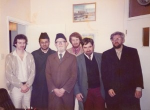 (1983) Muzzafar Clarke, second from the right, accompanies other British converts in welcoming Maulana Ataul Rashid, the Imam of the London Mosque.