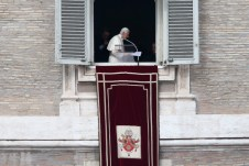 7_Pope_Attends_Final_Angelus_Prayers_Before_b_TQ