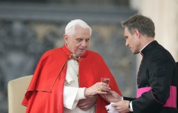 The pope Benedict XVI (Joseph Aloisius Ratzinger) getting a glass of water from his private secretary Georg Gaenswein during a general audience on Saint Peter's Square. Vatican City. 2007 (Photo by Grzegorz GalazkaArchivio Grzegorz GalazkaMondadori Portfolio via Getty Images)