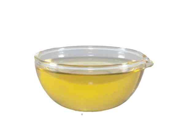Rapsöl im Schälchen portioniert