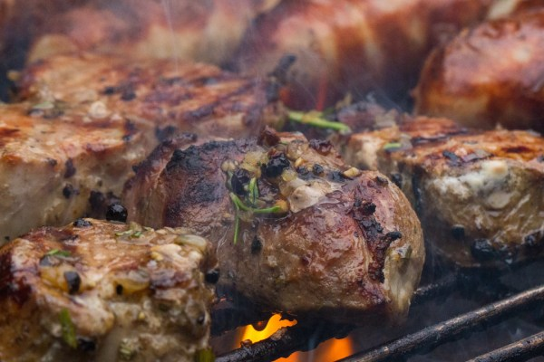 Schweinefiletsteaks auf dem Grill