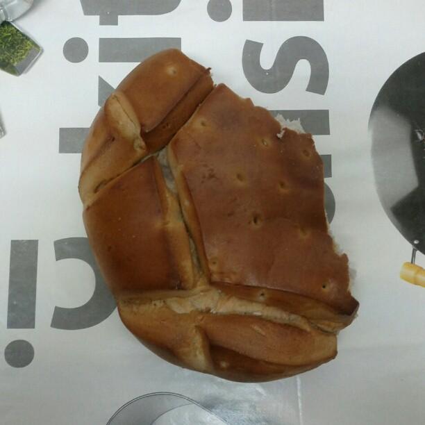 Imposible no pellizcar el pan de mosto. Vicio asegurado.