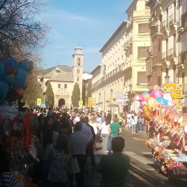 Y allá, al fondo, la procesión #SemanaSantaGranadina