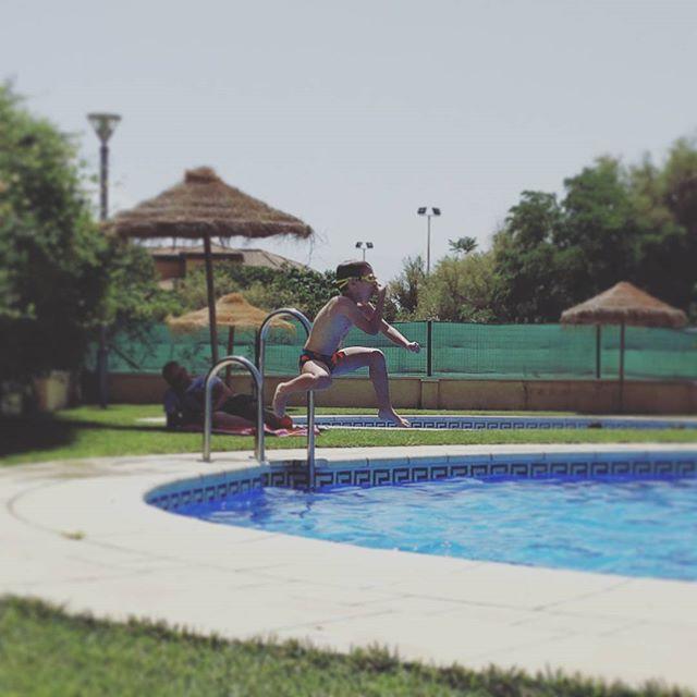 1, 2, 3 SPLASH!  #summer #swimming #Granada