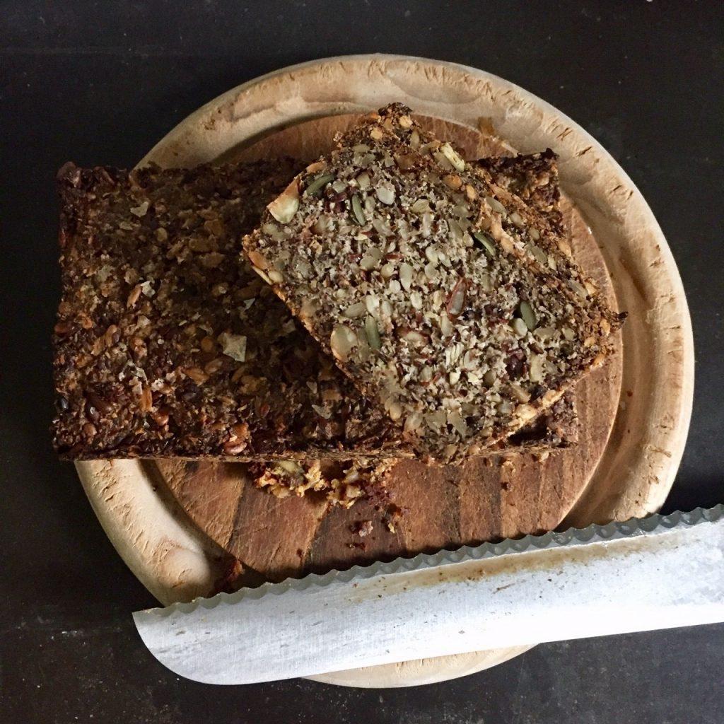 low carb Brot mit Körnern und Nüssen