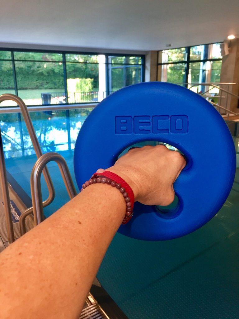fit und schlank mit Hanteltraining im Wasser