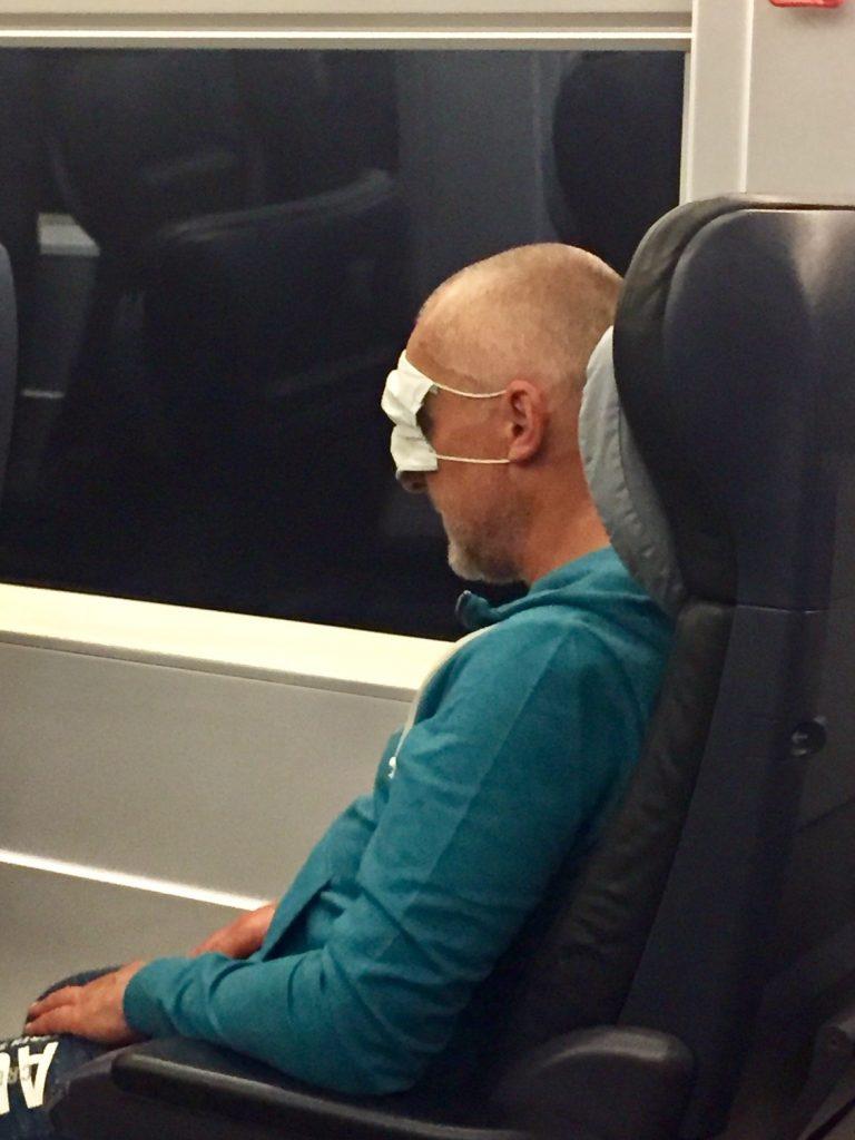 Abenteuer erlebt man im Zug wenn Deppen mitfahren