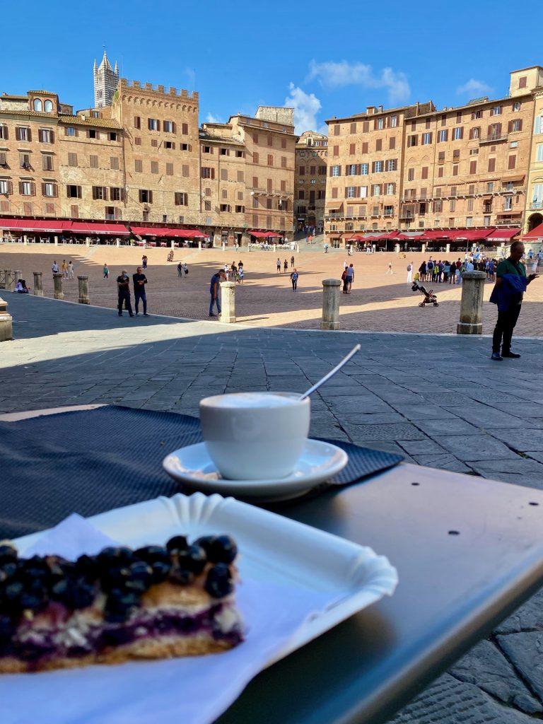 Was machen lassen. Traubenkuchen in Siena